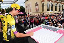 26.05.2019, Como, ITA, Giro d Italia 2019, 15. Etappe, Ivrea - Como (237 km), im Bild ROGLICPrimoz(SLO)(TEAM JUMBO – VISMA) // ROGLICPrimoz(SLO)(TEAM JUMBO – VISMA) during stage 15 of the 102nd Giro d'Italia cycling race from Ivrea to Como (237 km) Como, Italy on 2019/05/26. EXPA Pictures © 2019, PhotoCredit: EXPA/ laPresse/ Gian Mattia D'Alberto<br /> <br /> *****ATTENTION - for AUT, SUI, CRO, SLO only*****