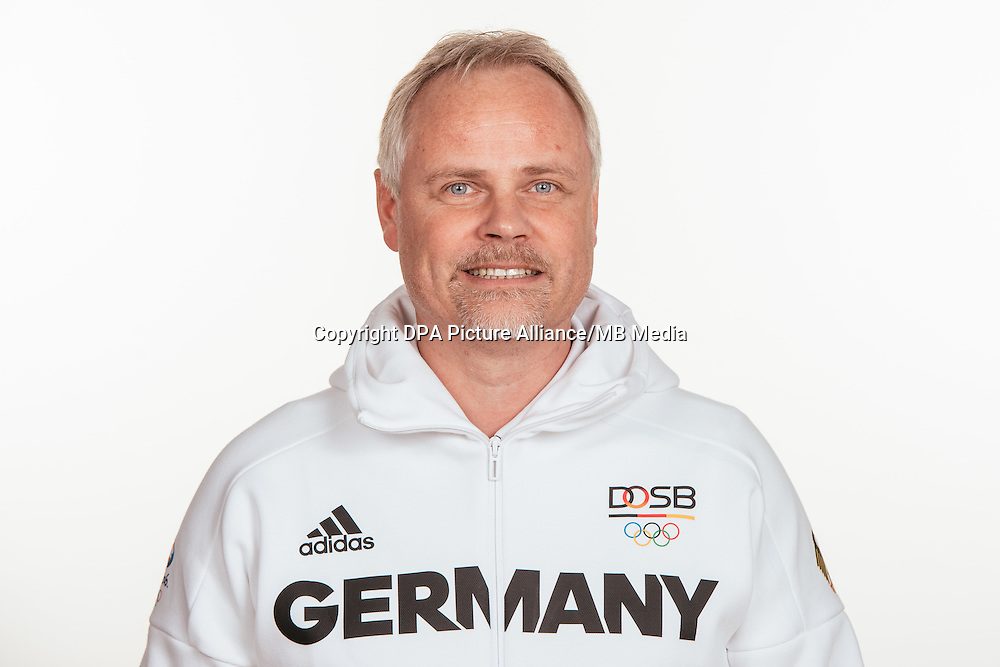 Sven Ressel DFeBposes at a photocall during the preparations for the Olympic Games in Rio at the Emmich Cambrai Barracks in Hanover, Germany, taken on 14/07/16 | usage worldwide