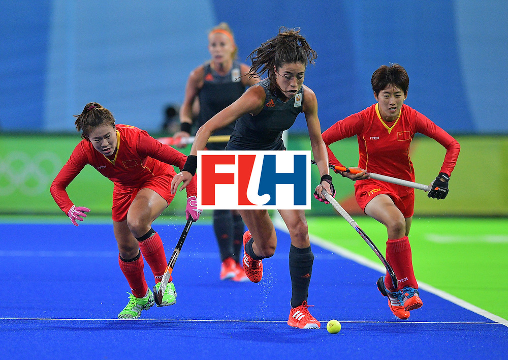 Netherland's Naomi van As (C) controls the ball as China's Liang Meiyu (L) and Zhang Xiaoxue chase during the women's field hockey China vs Netherlands match of the Rio 2016 Olympics Games at the Olympic Hockey Centre in Rio de Janeiro on August, 10 2016. / AFP / Carl DE SOUZA        (Photo credit should read CARL DE SOUZA/AFP/Getty Images)