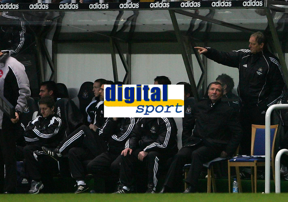 Photo: Andrew Unwin.<br />Newcastle United v Mansfield Town. The FA Cup.<br />07/01/2006.<br />Newcastle's manager, Graeme Souness (R), sits it out on the bench.
