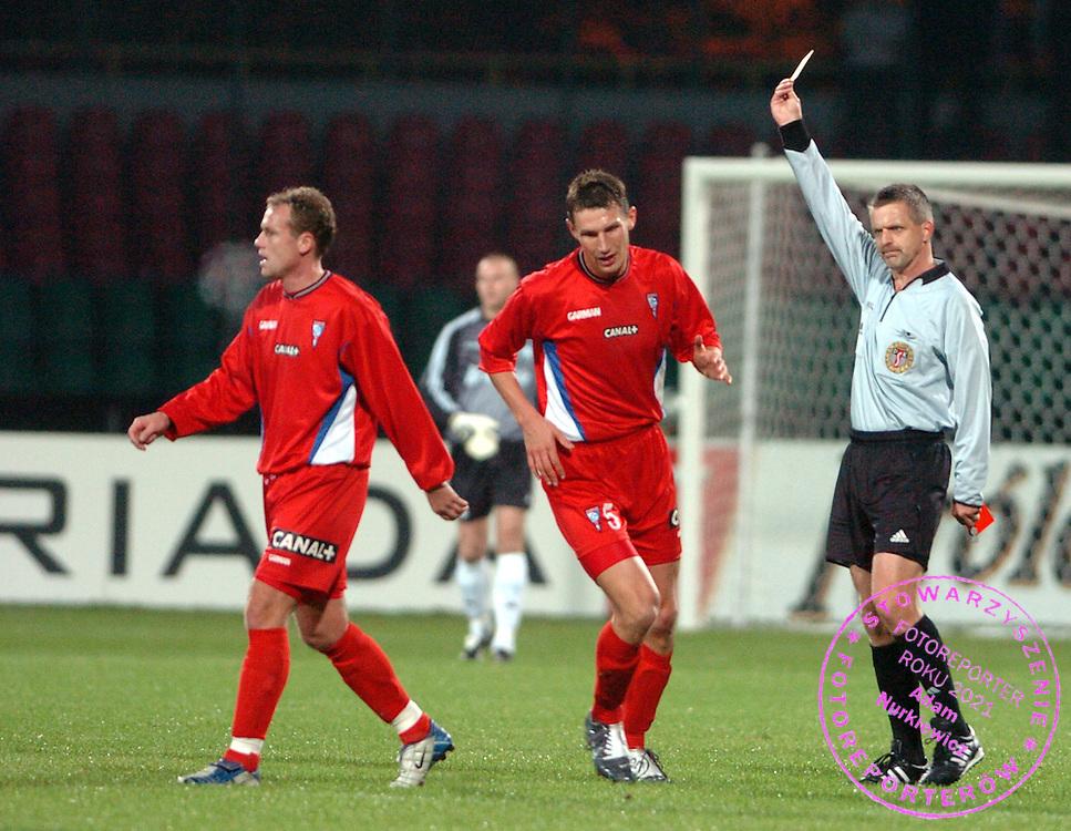 n/z.: Marcel Liczka (nr27-Gornik), Michal Karwan (nr5-Gornik), sedzia Antoni Fijarczyk ( Stalowa Wola ) , zolta kartka ; Legia Warszawa (biale) - Gornik Zabrze (czerwone) 2:1 ; I liga polska ; 7 kolejka sezon 2004/2005 , pilka nozna ; Polska , Warszawa , 20-10-2004 ; fot.: Adam Nurkiewicz / mediasport.pl..Marcel Liczka (nr27-Gornik), Michal Karwan (nr5-Gornik), yellow card , refree Antoni Fijarczyk ( Stalowa Wola ) during Polish league first division soccer match in Warsaw. October 20, 2004 ; Legia Warszawa (white) - Gornik Zabrze (red) 2:1 ; first division , 7 round season 2004/2005 , football , Poland , Warsaw ( Photo by Adam Nurkiewicz / mediasport.pl )