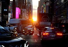 Manhattanhenge Event At Sunset - NYC 12 July 2018