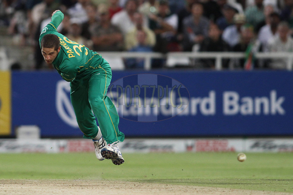 Wayne Parnell of South Africa sends down a delivery during the 3nd ODI between South Africa and India held at Sahara Park Newlands Stadium in Cape Town, Western Cape, South Africa on the 18th January 2011..Photo by Shaun Roy/BCCI/Sportzpics