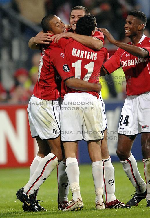 19-10-2006 VOETBAL: UEFA CUP: AZ - SPORTING BRAGA: ALKMAAR<br /> AZ versloeg de Portugese topclub Sporting Braga in de groepsfase van de UEFA-beker overtuigend met 3-0 / Danny Koevermans scoort de 2-0 en viert zijn feestje<br /> &copy;2006-WWW.FOTOHOOGENDOORN.NL