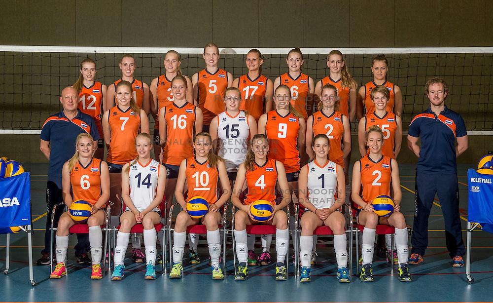 07-06-2016 NED: Jeugd Oranje meisjes &lt;2000, Arnhem<br /> Photoshoot met de meisjes uit jeugd Oranje die na 1 januari 2000 geboren zijn / Teamfoto selectie 2016