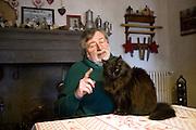 Francesco Guccini, singer and songwriter, with the cat Paurina at his home in Pavana, (Pistoia), Italy. © Carlo Cerchioli..Francesco Guccini, cantautore, con la gatta Paurina nella sua casa a Pavana in provincia di Pistoia, Italia.