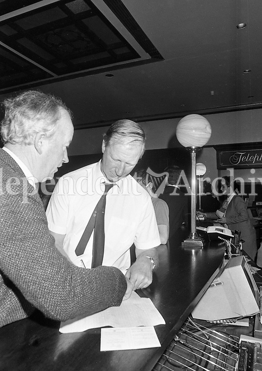 Ireland Footbal Manager Jack Charlton signs autographs for supporters at the International Airport Hotel, 11/10/1989 (Part of the Independent Newspapers Ireland/NLI Collection).