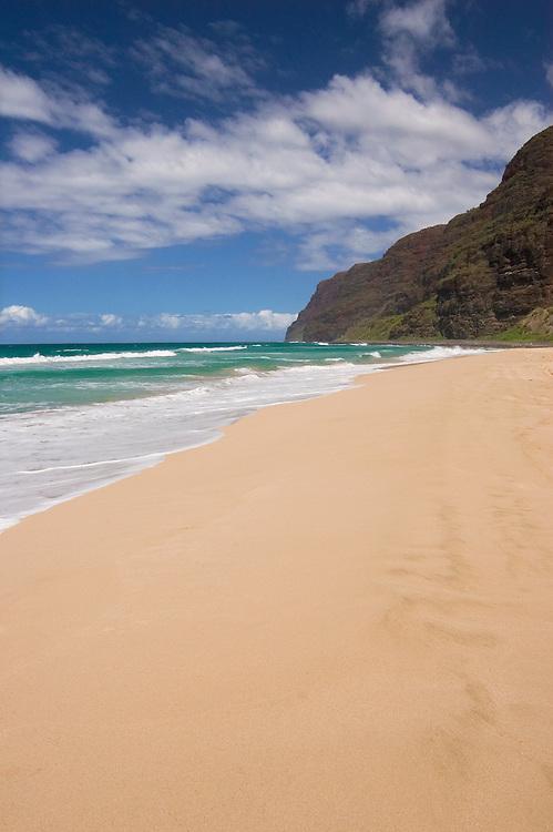 Polihale Beach Park, looking towards the Na Pali Coast; Kauai, Hawaii. .
