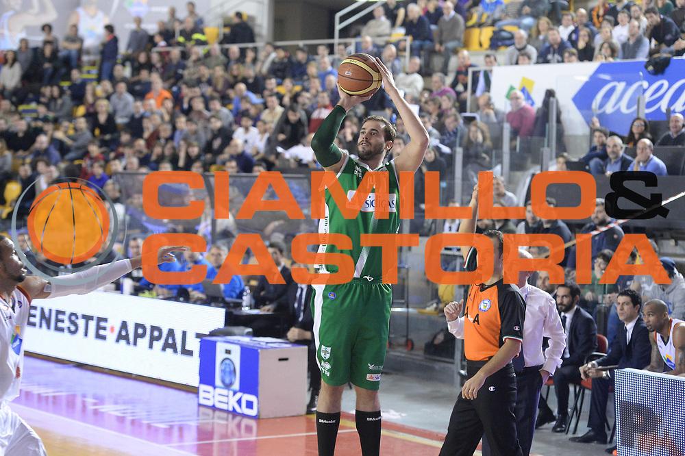 DESCRIZIONE : Campionato 2013/14 Acea Virtus Roma - Sidigas Avellino<br /> GIOCATORE : Nikola Dragovic<br /> CATEGORIA : Tiro Tre Punti<br /> SQUADRA : Sidigas Scandone Avellino<br /> EVENTO : LegaBasket Serie A Beko 2013/2014<br /> GARA : Acea Virtus Roma - Sidigas Avellino<br /> DATA : 02/02/2014<br /> SPORT : Pallacanestro <br /> AUTORE : Agenzia Ciamillo-Castoria / GiulioCiamillo<br /> Galleria : LegaBasket Serie A Beko 2013/2014<br /> Fotonotizia : Campionato 2013/14 Acea Virtus Roma - Sidigas Avellino<br /> Predefinita :