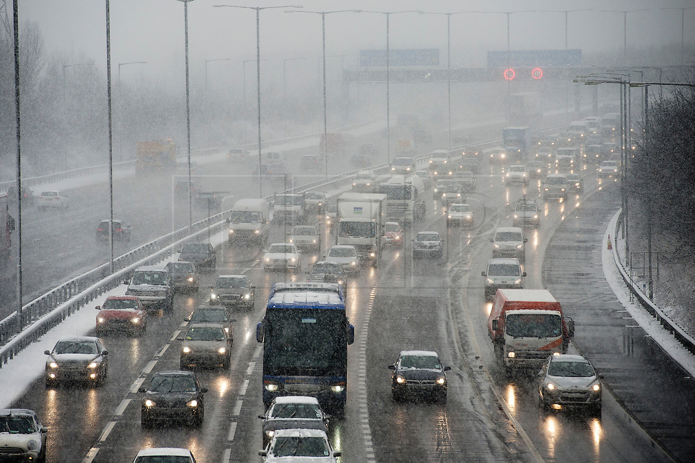 ©  London News Pictures. 18/01/2013. London, UK. Traffic moving slowly on the M25 southbound at junction 15 for the M4 during heavy snowfall. A blanket of snow is due to cover the UK causing major travel disruption. Photo credit : Ben Cawthra/LNP