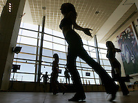 Prospective Denver Broncos cheerleaders dance for the judges on the first day of auditions in Denver, Colorado March 25, 2007.  Over 250 women applied for the 34 slots. REUTERS/Rick Wilking (UNITED STATES)