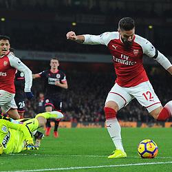 Olivier Giroud of Arsenal has a shot during Arsenal vs Huddersfield, Premier League, 29.11.17 (c) Harriet Lander | SportPix.org.uk