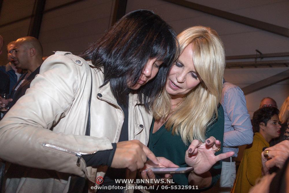 NLD/Amsterdam/20151026 - Lancering Linda TV, Linda de Mol en manager Xenia Kaspers en ......