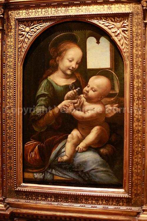 Leonardo da Vinci, Madonna and Child ( the Benois Madonna) Ermitage museum, St Petersburg, Russia // Léonard de Vinci,  Madone à l'enfant ( Benois Madonna) , Musée de  l'Ermitage, St Petersbourg, Russie