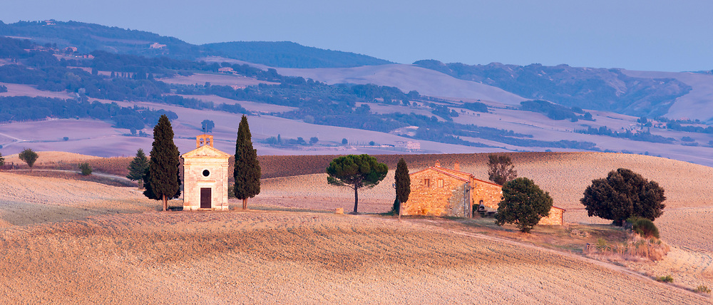 Chapel, Chiesetta di Vitaleta, and typical Tuscan homestead at San Quirico D'Orcia near Pienza  in Val D'Orcia, Tuscany, Italy RESERVED USE<br />