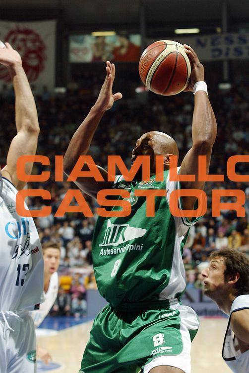 DESCRIZIONE : Bologna Lega A1 2006-07 Climamio Fortitudo Bologna Air Avellino<br /> GIOCATORE : Strong<br /> SQUADRA : Air Avellino<br /> EVENTO : Campionato Lega A1 2006-2007 <br /> GARA : Climamio Fortitudo Bologna Air Avellino<br /> DATA : 14/01/2007<br /> CATEGORIA : tiro<br /> SPORT : Pallacanestro <br /> AUTORE : Agenzia Ciamillo-Castoria/G.Livaldi