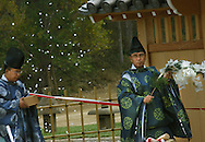 10/1/05  Omaha, NEOpening ceremony of the Sunpu gate at Laurentzen gardens ..(photo by Chris Machian/Prarie Pixel Group)