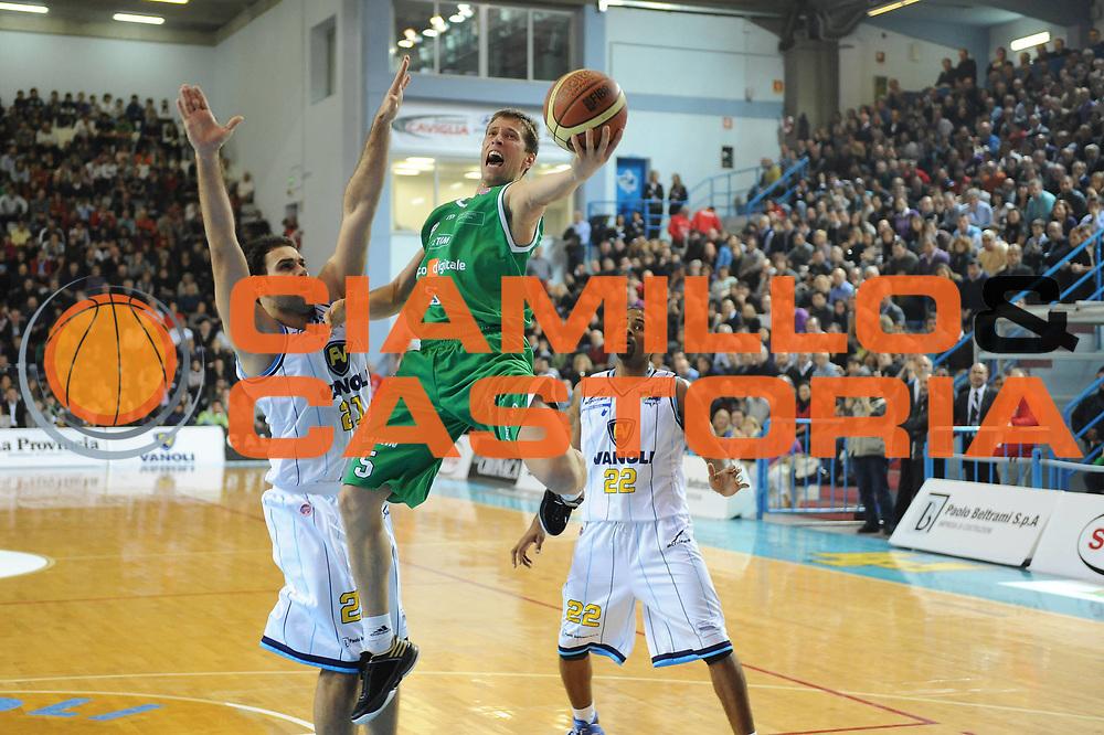 DESCRIZIONE : Cremona Lega A 2009-10 Vanoli Cremona Benetton Treviso<br /> GIOCATORE : Davor Kus<br /> SQUADRA : Benetton Treviso<br /> EVENTO : Campionato Lega A 2009-2010<br /> GARA : Vanoli Cremona Benetton Treviso<br /> DATA : 15/11/2009<br /> CATEGORIA : super tiro<br /> SPORT : Pallacanestro<br /> AUTORE : Agenzia Ciamillo-Castoria/M.Marchi<br /> Galleria : Lega Basket A 2009-2010 <br /> Fotonotizia : Cremona Campionato Italiano Lega A 2009-2010 Vanoli Cremona Benetton Treviso<br /> Predefinita :