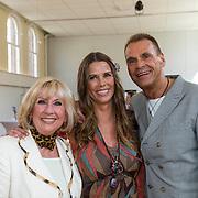 NLD/Amsterdam/20140416 - CD presentatie Heart Flow van Danielle van 't Schip - Oonk, Danielle en haar moeder Willeke Alberti en vader Joop Oonk
