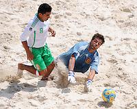 FIFA BEACH SOCCER WORLD CUP 2008 SPAIN - MEXICO   20.07.2008 Isaac ROGRIGUEZ (MEX, l) against goalkeeper Roberto VALEIRO (ESP).