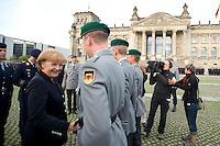 20 JUL 2008, BERLIN/GERMANY:<br /> Angela Merkel, CDU, Bundeskanzlerin, gratuliert den Soldaten, Feierliches Geloebnis von Rekruten des Wachbataillons der Bundeswehr auf dem Platz der Republik vor dem Reichstagsgebaeude<br /> KEYWORDS: Soldat, Soldaten, Deutscher Bundestag, Oeffentliches Geloebnis, Öffentliches Gelöbnis, Vereidigung, Rekrutengelöbnis, Reichstag, Reichstagsgebäude<br /> IMAGE: 20080720-01-026
