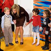 Nederland, Netherlands, Rotterdam , 12-11-2008 - Princess Maxima opent in het Erasmus MC Sophia het onderzoeks centrum Generation R.  Generation R is het onderzoek naar de groei, ontwikkeling en gezondheid van 10.000 kinderen in Rotterdam. De kinderen worden vanaf de vroege zwangerschap tot hun jong volwassenheid gevolgd. Centraal staat de vraag waarom het ene kind zich optimaal ontwikkelt en het andere kind niet. Netherlands, Rotterdam , 12-11-2008 - Princess Maxima opens Childrens Research centre Generation R in the Erasmus Medical Centre Sophia. Photo: Gerard Til