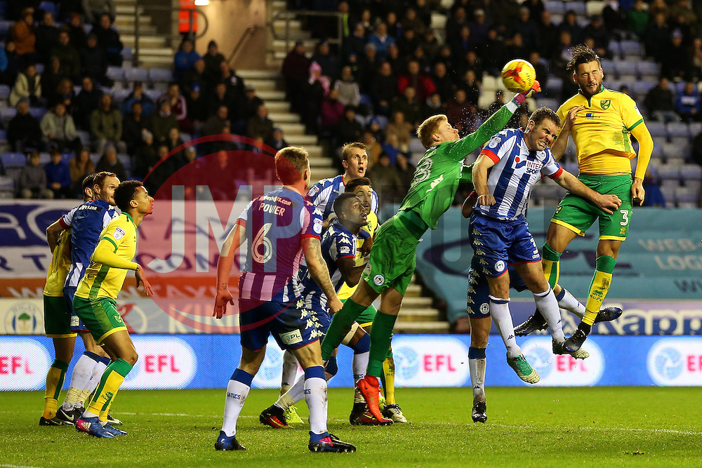 Mitchell Dijks of Norwich City scores the equalising goal to make it 2-2 - Mandatory by-line: Matt McNulty/JMP - 07/02/2017 - FOOTBALL - DW Stadium - Wigan, England - Wigan Athletic v Norwich City - Sky Bet Championship