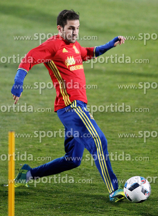 21.03.2016, Ciudad del Futbol de Las Rozas, Madrid, ESP, RFEF, Training spanische Fu&szlig;ballnationalmannschaft, im Bild Spain's Cesc Fabregas // during a practice session of spanish national football Team at the Ciudad del Futbol de Las Rozas in Madrid, Spain on 2016/03/21. EXPA Pictures &copy; 2016, PhotoCredit: EXPA/ Alterphotos/ Acero<br /> <br /> *****ATTENTION - OUT of ESP, SUI*****