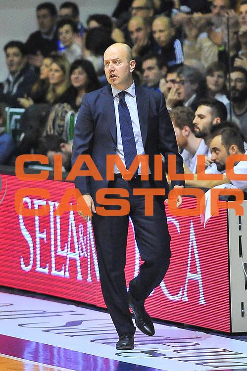 DESCRIZIONE : Campionato 2013/14 Dinamo Banco di Sardegna Sassari - Grissin Bon Reggio Emilia<br /> GIOCATORE : Max Menetti<br /> CATEGORIA : Allenatore Coach<br /> SQUADRA : Grissin Bon Reggio Emilia<br /> EVENTO : LegaBasket Serie A Beko 2013/2014<br /> GARA : Dinamo Banco di Sardegna Sassari - Grissin Bon Reggio Emilia<br /> DATA : 08/12/2013<br /> SPORT : Pallacanestro <br /> AUTORE : Agenzia Ciamillo-Castoria / Luigi Canu<br /> Galleria : LegaBasket Serie A Beko 2013/2014<br /> Fotonotizia : Campionato 2013/14 Dinamo Banco di Sardegna Sassari - Grissin Bon Reggio Emilia<br /> Predefinita :