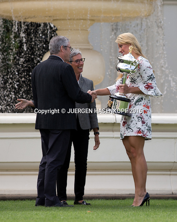 Angelique Kerber mit Pokal trifft Governeur Linda Dessau und ihren Mann Anthony Howard im Government House, Australian Open 2016<br /> <br /> Tennis - Australian Open 2016 - Grand Slam ITF / ATP / WTA -  Melbourne Park - Melbourne - Victoria - Australia  - 31 January 2016.