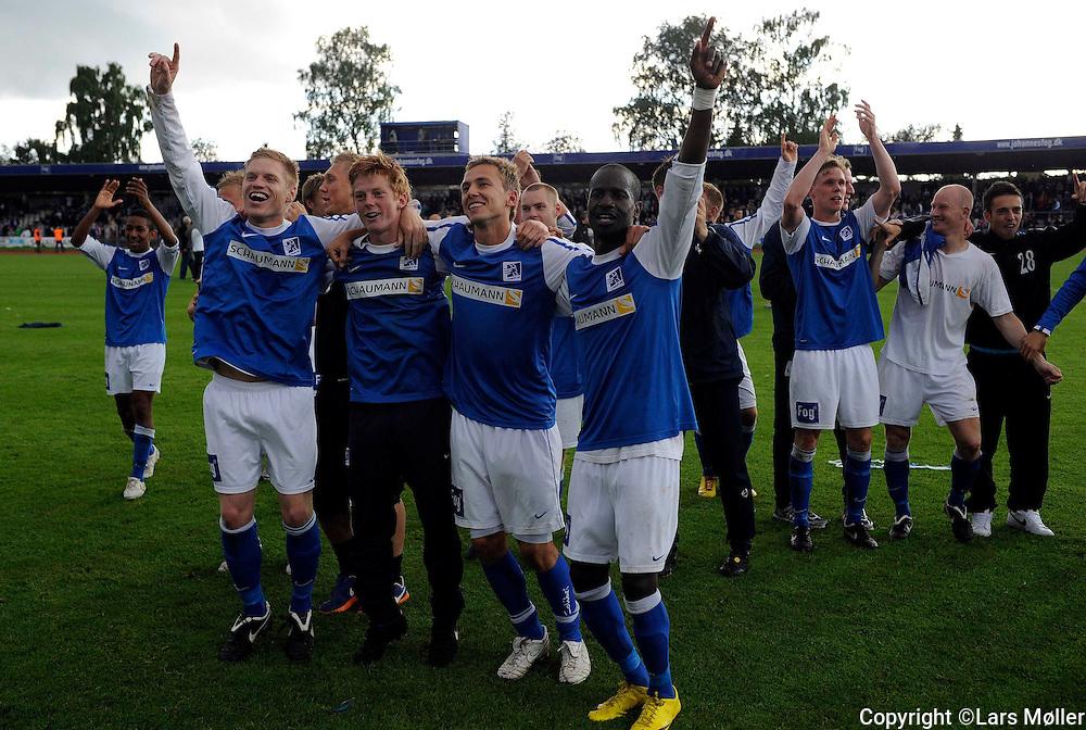 DK:<br /> 20100620, Lyngby, Danmark:<br /> Fodbold Viasat division, Lyngby-Vejle:<br /> Lyngby rykker op i Superligaen<br /> Foto: Lars M&oslash;ller<br /> UK: <br /> 20100620, Lyngby, Danmark:<br /> Fodbold Viasat division, Lyngby-Vejle:<br /> Lyngby rykker op i Superligaen<br /> Photo: Lars Moeller