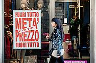 2013/001/05 Roma, nella foto l'inizio dei saldi invernali nella capitale.<br /> Beginning of winter sales off