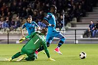 ARNHEM - 27-03-2017, Jong Vitesse - Jong AZ, Sport center Papendal, Jong Az speler Fernando Lewis scoort hier de 0-1, doelpunt, Jong Vitesse keeper Jeroen Houwen.