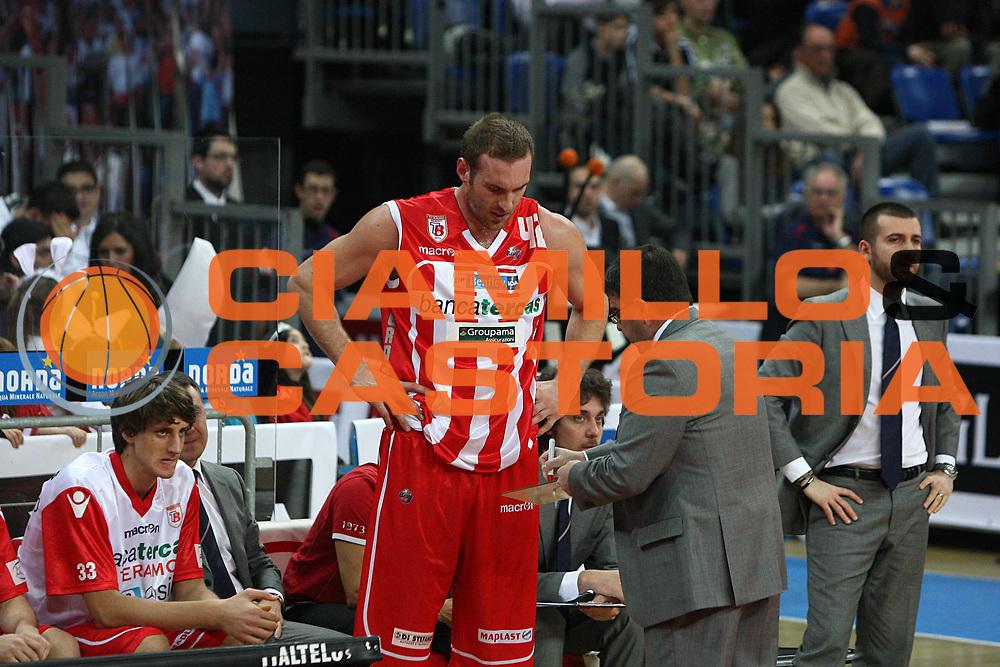 DESCRIZIONE : Pesaro Lega A 2010-11 Scavolini Siviglia Pesaro Banca Tercas Teramo<br /> GIOCATORE : Alessandro Ramagli Kevin Fletcher<br /> SQUADRA : Banca Tercas Teramo<br /> EVENTO : Campionato Lega A 2010-2011<br /> GARA : Scavolini Siviglia Pesaro Banca Tercas Teramo<br /> DATA : 27/02/2011<br /> CATEGORIA : coach<br /> SPORT : Pallacanestro<br /> AUTORE : Agenzia Ciamillo-Castoria/C.De Massis<br /> Galleria : Lega Basket A 2010-2011<br /> Fotonotizia : Pesaro Lega A 2010-11 Scavolini Siviglia Pesaro Banca Tercas Teramo<br /> Predefinita :