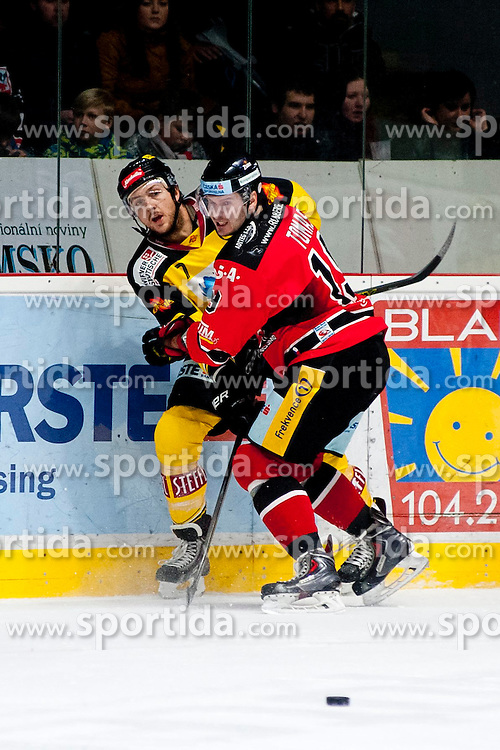 18.01.2015, Ice Rink, Znojmo, CZE, EBEL, HC Orli Znojmo vs UPC Vienna Capitals, 40. Runde, im Bild v.l. Bret Carson (UPC Vienna Capitals) Roman Tomas (HC Orli Znojmo) // during the Erste Bank Icehockey League 40th round match between HC Orli Znojmo and UPC Vienna Capitals at the Ice Rink in Znojmo, Czech Republic on 2015/01/18. EXPA Pictures © 2015, PhotoCredit: EXPA/ Rostislav Pfeffer