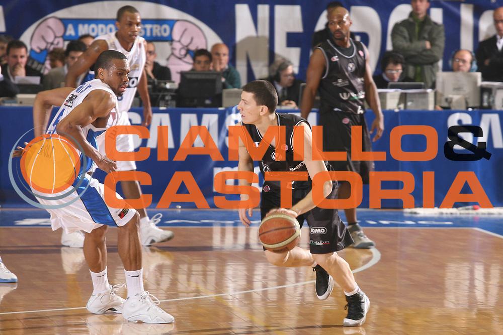 DESCRIZIONE : Napoli Lega A1 2006-07 Eldo Napoli VidiVici Virtus Bologna <br /> GIOCATORE : Ilievski <br /> SQUADRA : VidiVici Virtus Bologna <br /> EVENTO : Campionato Lega A1 2006-2007 <br /> GARA : Eldo Napoli VidiVici Virtus Bologna <br /> DATA : 30/12/2006 <br /> CATEGORIA : Palleggio <br /> SPORT : Pallacanestro <br /> AUTORE : Agenzia Ciamillo-Castoria/G.Ciamillo