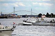 Nederland, Nijmegen, 16-6-2009Scheepvaart bij Dordrecht. Knooppunt Merwede, de Noord en oude Maas. Vaarroute naar duitsland.Foto: Flip Franssen/Hollandse Hoogte