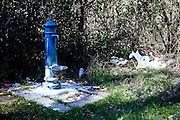 Monticchio Laghi (PZ) 12.03.2011 - Il degrado dei laghi di Monticchio (PZ). Una fontanella nei pressi del Lago grande con rifiuti.