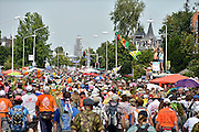 Nederland, Nijmegen, 18-7-2014Het vierdaagselegioen loopt over de Via Gladiola Nijmegen binnen. Na een feestelijke intocht volgt de uiteindelijke finish en het ophalen van het kruisje, vierdaagsekruisje, op de Wedren. Vanwege de vliegramp boven de Oekaine is de intocht sterk versoberd. Geen marsmuziek of muziek van groepen.The International Four Day Marches Nijmegen (or Vierdaagse) is the largest marching event in the world. It is organized every year in Nijmegen mid-July as a means of promoting sport and exercise. Participants walk 30, 40 or 50 kilometers daily, and on completion, receive a royally approved medal, Vierdaagsekruis. ~The participants are mostly civilians, but there are also a few thousand military participants. In 2004 a restriction on the maximum number of registrations is 45,000 registrations. More than a hundred countries have been represented in the Marches over the years. ~Foto: Flip Franssen/Hollandse Hoogte