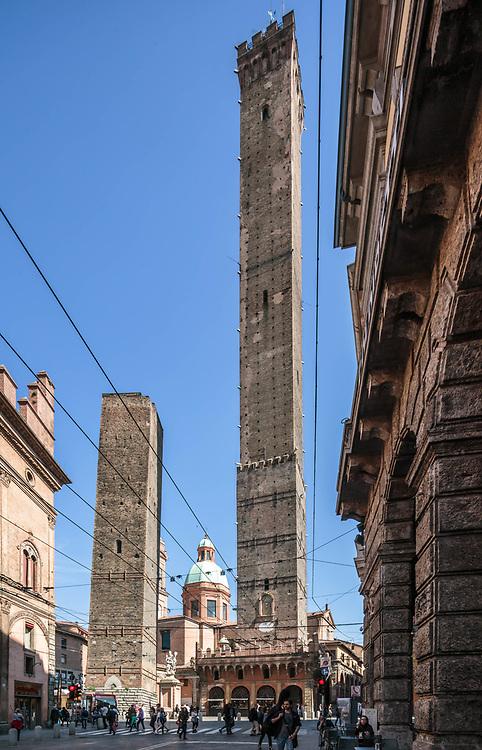31 MAR 2017 - Bologna - Le torri della Garisenda e degli Asinelli.