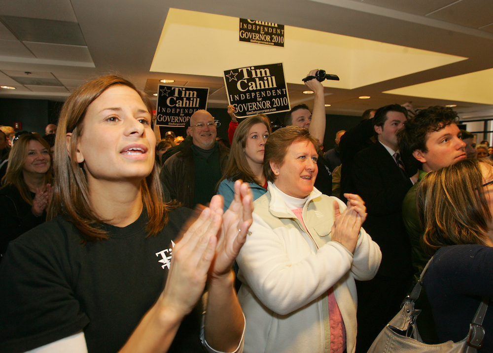 Quincy, MA 02/13/2010.Cahill supporters fill the lobby of his campaign headquarters in Quincy as he kicks off his Gubernatorial campaign on Saturday, February 13, 2010..Alex Jones / www.alexjonesphoto.com