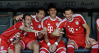 Fussball  International   Audi Cup 2013  Saison 2013/2014   01.08.2013 Finale FC Bayern Muenchen - Manchester City  FC Bayern Bank; Rafinha, Claudio Pizarro, Mario Mandzukic und Daniel van Buyten (v.li.)