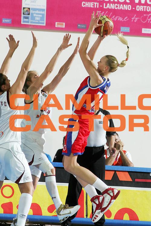 DESCRIZIONE : Chieti Italy Italia Eurobasket Women 2007 Semifinale Semifinal Lettonia Russia Latvia Russia<br /> GIOCATORE : Irina Osipova<br /> SQUADRA : Russia<br /> EVENTO : Eurobasket Women 2007 Campionati Europei Donne 2007 <br /> GARA : Lettonia Russia Latvia Russia<br /> DATA : 06/10/2007 <br /> CATEGORIA : tiro<br /> SPORT : Pallacanestro <br /> AUTORE : Agenzia Ciamillo-Castoria/E.Castoria<br /> Galleria : Eurobasket Women 2007 <br /> Fotonotizia : Chieti Italy Italia Eurobasket Women 2007 Semifinale Semifinal Lettonia Russia Latvia Russia<br /> Predefinita :