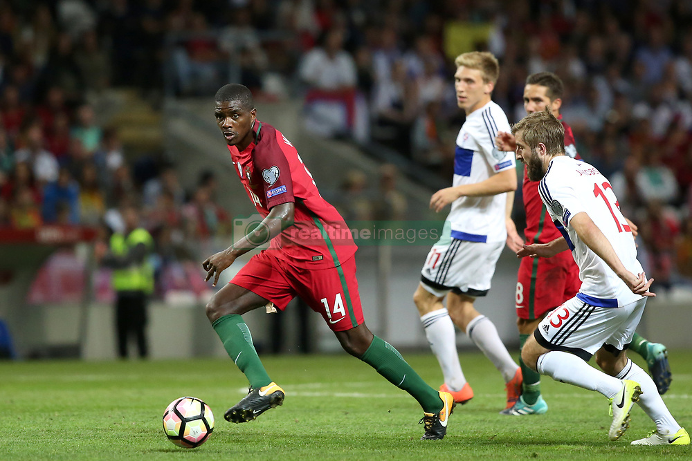 August 31, 2017 - Porto, Portugal - Portugal's midfielder William Carvalho (R ) vies with Faroe Islands' midfielder Roaldur Jakobsen during the 2018 FIFA World Cup qualifying football match between Portugal and Faroe Islands at the Bessa XXI stadium in Porto, Portugal on August 31, 2017. (Credit Image: © Pedro Fiuza/NurPhoto via ZUMA Press)