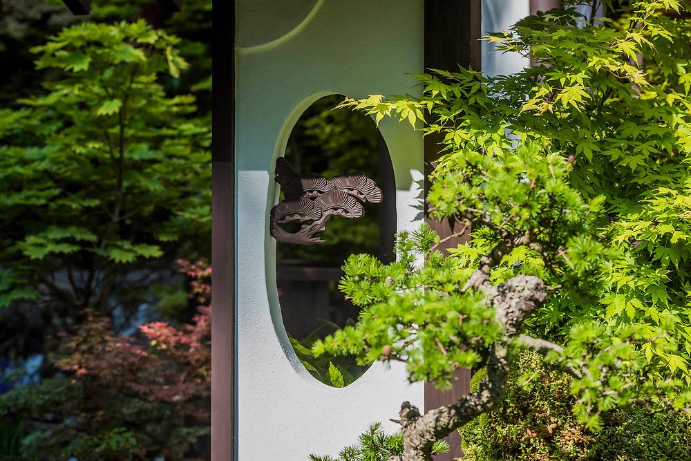 O-mo-te-na-shi no NIWA -The Hospitality Garden, Sponsor: G-Lion & Cat's Co Ltd, Designer: Kazuyuki Ishihara MSGD and Contractor: Ishihara Kazuyuki Design Laboratory Co Ltd - The RHS Chelsea Flower Show at teh Royal Hospital, Chelsea.