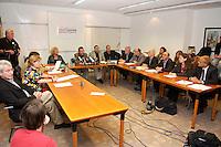 """04 JUL 2004, BERLIN/GERMANY:<br /> Bjoern Radke, Kreisgeschaeftsfuehrer B90/Die Gruenen KV Stormarn, Heidi Scharf, 1. Bevollmaechtigte IG Metall Schwäbisch Hall, Werner Dreibus, 1. Bevollmächtigter IG Metall Offenbach, Peter Vetter, ehem. 1. Bevollmaechtigter IG Metall Kempten, Sabine Loesing (Sprecherin) Mitglied des Attac-Rates, Klaus Ernst (Sprecher), 1. Bevollmaechtigter IG Metall Schweinfurt, Axel Troost (Sprecher), Geschaeftsfuehrer Memorandum Gruppe - AG Altnernative Wirtschaftspolitik, Thomas Haendel (Sprecher) 1. Bevollmaechtigter IG Metall Fuerth, Joachim Bischoff, Autor VSA-Verlag und Mitglied PDS Hamburg, Murat Cakir, ehem. Vorsitzender des Landes- und Bundesauslaenderbeirates, Helge Meves, ehem. Sprecher des Internet-Wahlkreises der PDS, Huesyin Aydin, 2. Bevollmaechtigter IG Metall Duesseldorf, Petra Hensberg, Rechtsanwaeltin fuer Arbeitsrecht, Fritz Schmalzbauer, Bildungsbeauftragter Ver.di Muenchen, (im Uhrzeigersinn ab unten links), Bundesvorstands des Vereins """"Wahlalternative Arbeit & soziale Gerechtigkeit"""", Pressekonferenz nach Gruendung und Wahl des Vorstandes, Dietrich-Bonhoefer-Haus<br /> IMAGE: 20040704-01-019<br /> KEYWORDS: Gründung, Hüseyin Aydin, Thomas Händel, Sabine Lösing, Björn Radke"""