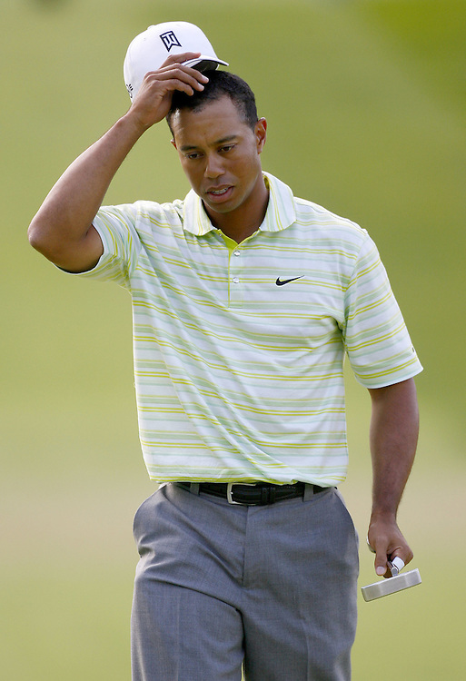 Tiger Woods of the US scratches his head as he walks up the eighteenth hole during the first day of the US Open Golf Championship at Winged Foot Golf Club in Mamaroneck, New York Thursday, 15 June 2006. Woods finished with a round of 76 (+6).