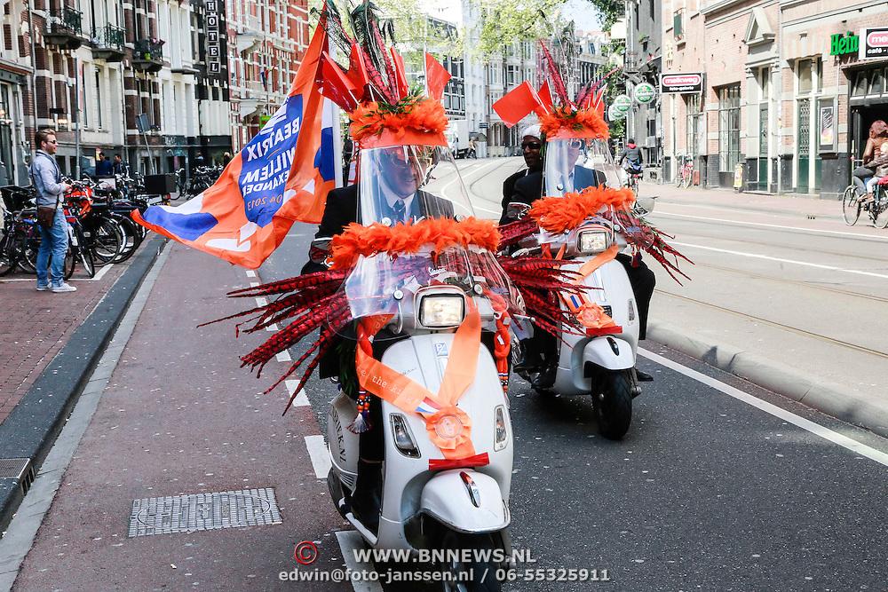 NLD/Amsterdam/20130428 - Premiere Jon en de Jongens, optocht van versierde scooters