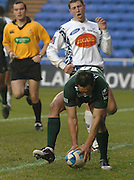 2005/06, European Challenge Cup, Exiles Riki Flutey touches down for the exiles second first half try,  London Irish vs Agen,  Madejski Stadium, Reading, ENGLAND   © Peter Spurrier/Intersport Images - email images@intersport-images  11/12/2005..   [Mandatory Credit, Peter Spurier/ Intersport Images].