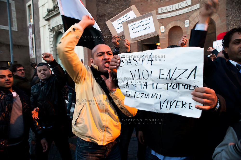 Roma 31 gennaio 2011.Piazza delle Repubblica.Manifestazione del  movimento egiziano a Roma per chiedere Libertà e democrazia in Egitto e  l'allontanamento di Mubarak..Rome, January 31, 2011.Piazza della Repubblica.Manifestation of the Egyptian movement in Rome to demand freedom and democracy in Egypt and Mubarak's removal.